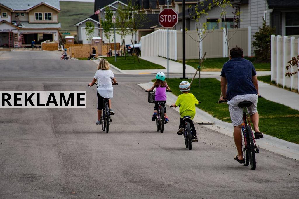 Sådan får du dit barn til at gå med cykelhjelm